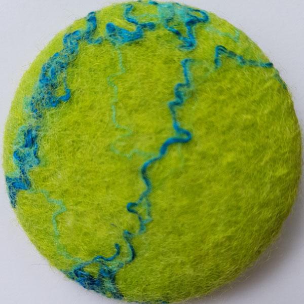 Ansteckbrosche aus Filz grün mit Struktur von Heidi Drahota