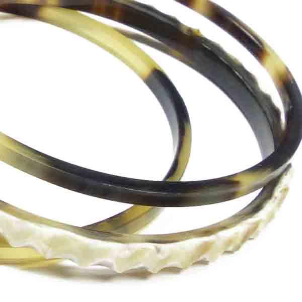 Armreifen aus Horn mit Verzierung von Stephisimo