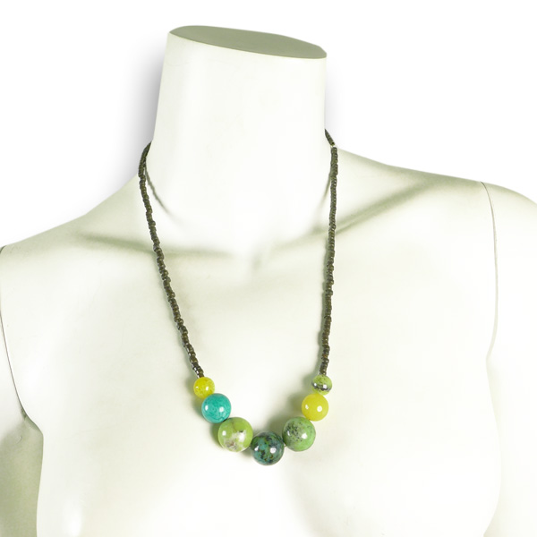 Djian Kette mit Halbedelstein-Perlen in hellgrün-gelb