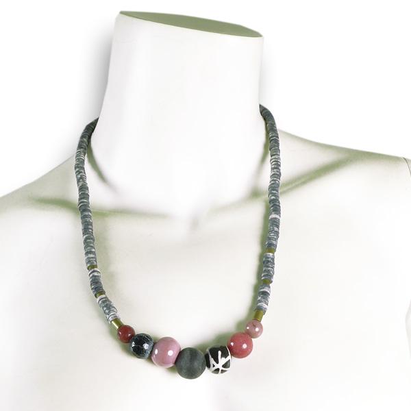 Djian Kette mit Keramik- und Hornperlen rose-grau