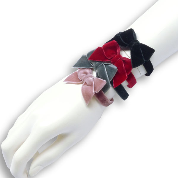 Samtschleifchen als Armband oder zu Stulpen von Lieblingsstükke