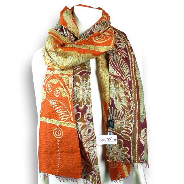 Seiden-Schal aus orange-goldenem Sari - upgecycelt von Salto