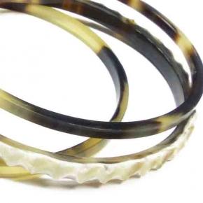 Armreifen aus Horn mit Dekor von Stephisimo
