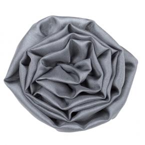 Seidenrose zum Anstecken aus Pongeeseide in grau