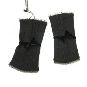 Filz-Walkstulpen schwarz mit Biesen von Lieblingsstükke