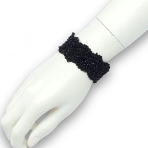 Perlenarmband auf Stretch-Stoff in schwarz
