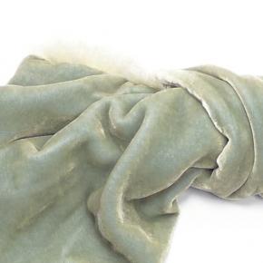 Samtschal jade mit Borte aus Kanin