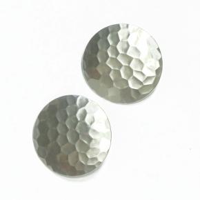 Stephisimo Ohrclips mit Hammerschlag-Optik silberfarben