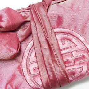 Schmuckrolle groß aus bestickter Seide in rose