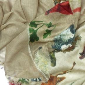 Nila Pila Tuch Naga in Wolle mit Seide in aparten Tier-Motiven