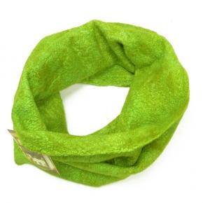 Happy Loop in frischem grün gefilzt aus Seide mit Wolle
